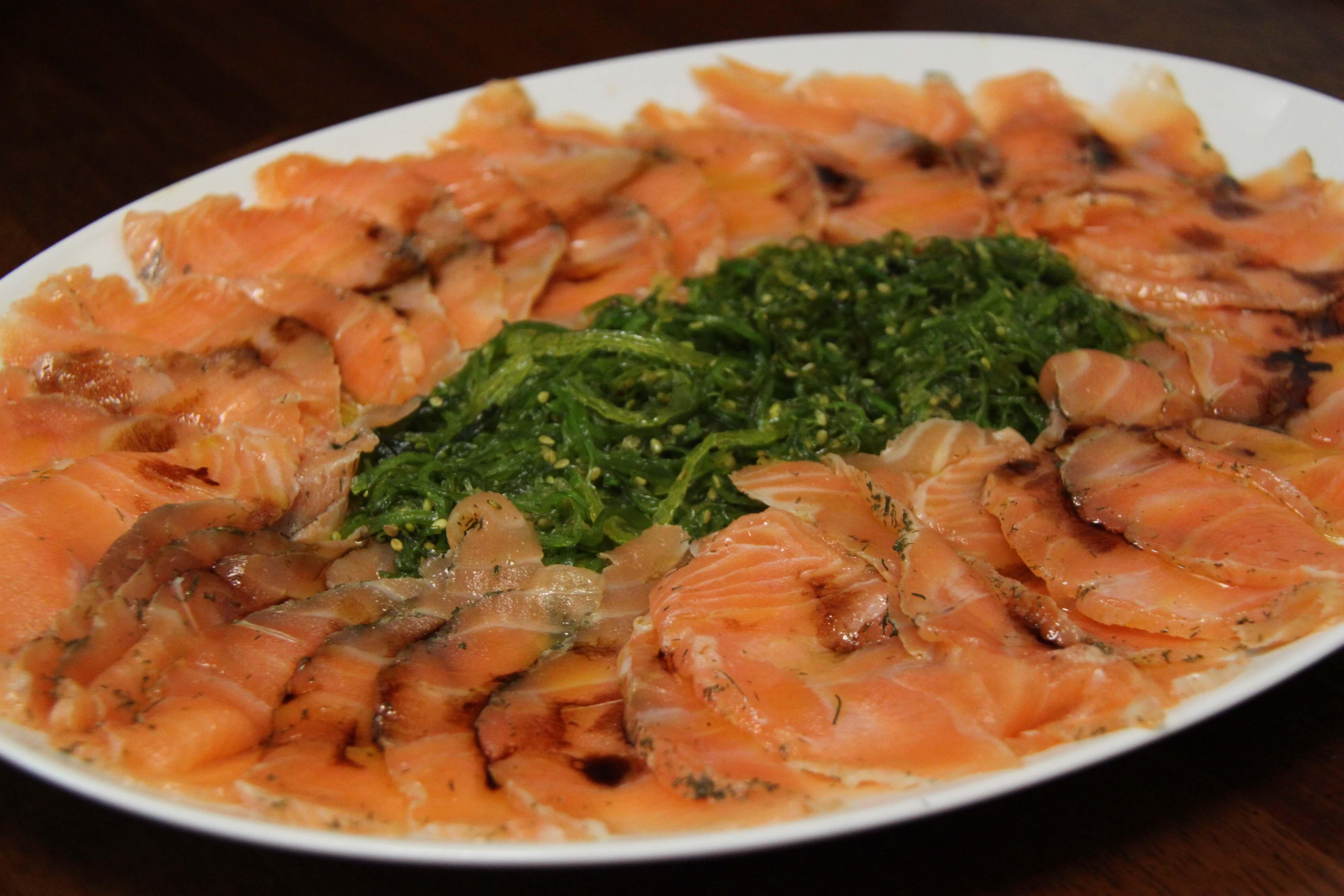 como se hace el salmon marinado con eneldo