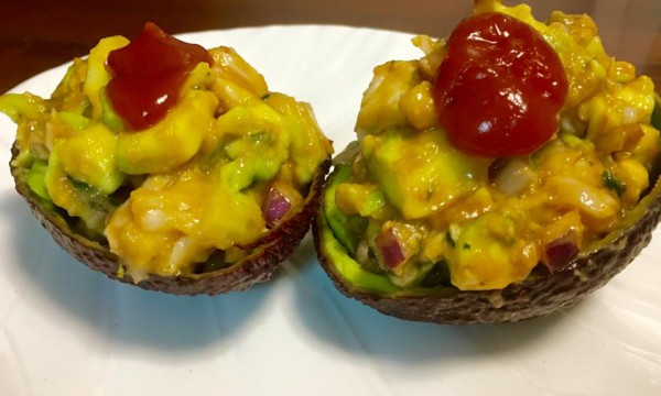 "Aguacates rellenos, ""Mexican style"""